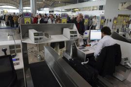 Una avioneta se sale de pista y deja inoperativo el aeropuerto de Alicante