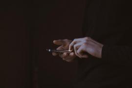 ¿Cómo actuar si se recibe un vídeo comprometido para alguien?