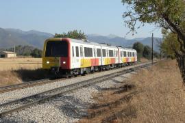 El último viaje de los trenes diésel de la serie 61 en Mallorca