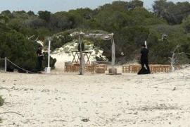 Medi Ambient paraliza la celebración de una boda en las dunas protegidas de es Trenc