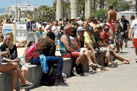 El turismo de borrachera provocará en junio 'overbooking' en hoteles de la Playa de Palma