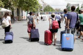 Las pernoctaciones en apartamentos turísticos de Baleares caen un 13% en abril