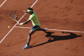 Nadal logra su 90 victoria en Roland Garros ante Londero