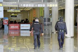 La policía alerta del peligro de los turistas borrachos y drogados en Son Sant Joan