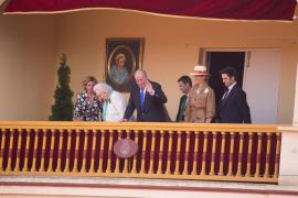 Don Juan Carlos, aclamado en Aranjuez, se retira arropado por familia y amigos