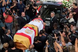 Multitudinaria y emotiva despedida en Utrera a los restos mortales de Reyes