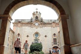 Tres sacerdotes gestionarán el Santuari de Lluc después de la salida de los 'Coritos'