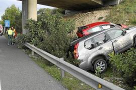 Dos conductores, ilesos tras dar varias vueltas de campana en la autopista de Llucmajor