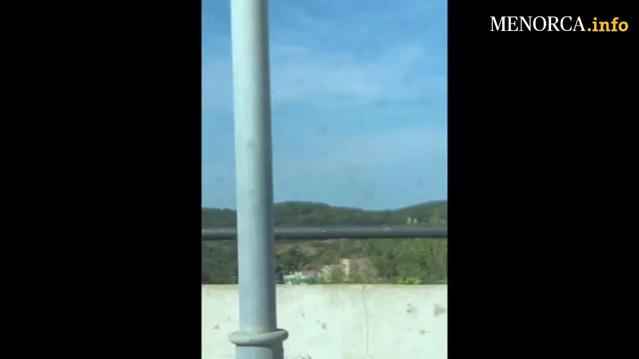 La caída de una turbina de la central de Mahón provoca cortes de luz y una gran humareda