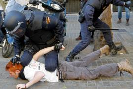 """El ministro del Interior admite """"algún exceso"""" de la Policía en Valencia"""