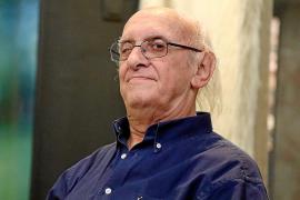 Petros Márkaris: «Para escribir mis novelas tengo que estar enfurecido»