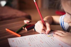 Denuncian a cuatro profesoras de Sevilla por burlarse de una niña con autismo