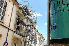 Los hoteleros denuncian las obras del teatro Defensora de Sóller por las molestias acústicas