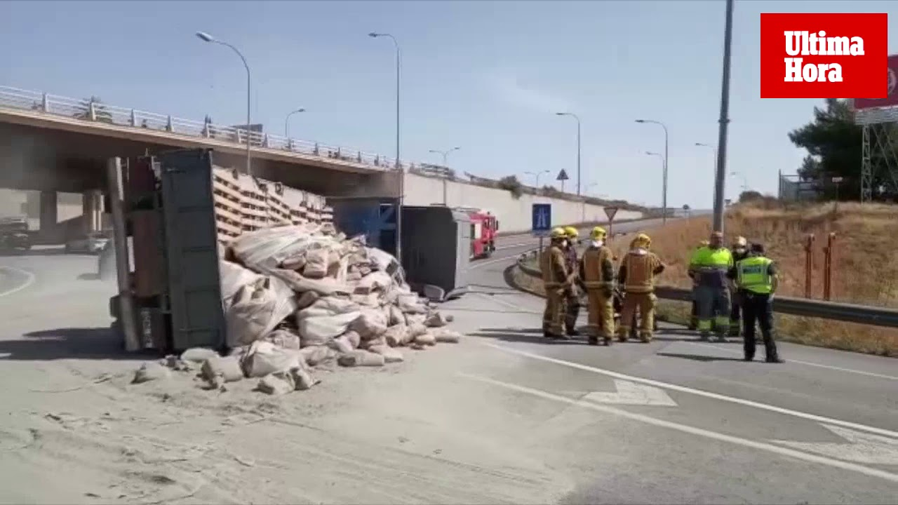 El aparatoso accidente de un camión causa un gran caos circulatorio en Palma
