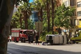 Vuelca una furgoneta en las Avenidas de Palma
