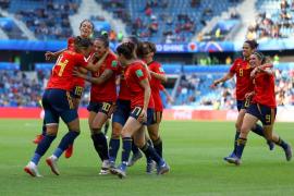 Dos penaltis alivian a la selección española (3-1)