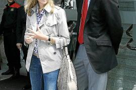 El juez traslada a las acusaciones la petición de imputar a la infanta Cristina, quien ya se encuentra en Madrid