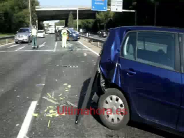 Un camión que se quedó sin frenos arrolla a cuatro coches en Portopí