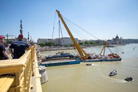 Reflotan el barco hundido en Budapest y encuentran 4 cadáveres más