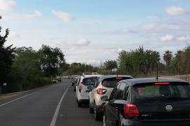 Atascos en la carretera de la UIB en la segunda jornada de Selectividad