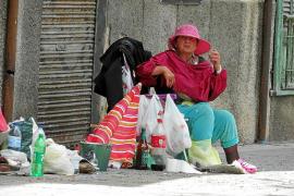 Ana, la mujer que vive en la calle en Pere Garau: «Pronto me darán una casa ahí arriba»