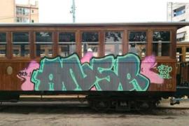 Denuncian pintadas en el tren de Sóller