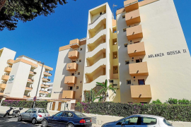 Un turista, muy grave tras hacer balconing en Ibiza