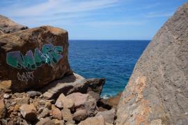 Arca y Estellencs denuncian pintadas en el entorno natural