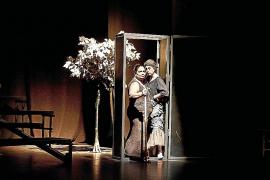 Actrices 'amateurs' de etnia gitana suben a escena a Lorca en el Principal