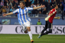 El Málaga se desmelena y condena a un rival desfondado
