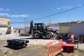 El Ajuntament de Palma derriba en Son Banya una docena de viviendas que se habían vuelto a construir