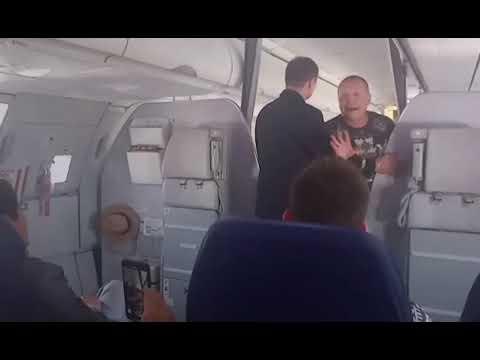 Escándalo en pleno vuelo: Un borracho obliga a realizar un aterrizaje forzoso