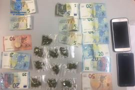 Dos detenidos por «menudeo» de marihuana en la Playa de Palma