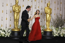 "Jean Dujardin, Best Actor award winner for his role in ""The Artist,"" departs from backstage with presenter Natalie Portman at th"