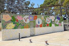 El artista Joan Lacomba denuncia el «veto» del alcalde de Selva a un mural del Orgullo