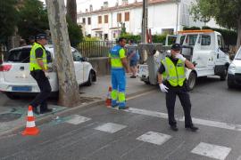 Un taxi sin control invade una acera en Palma
