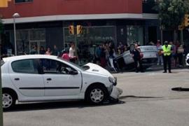 Un conductor vuelca su coche en Palma