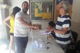 Andreu Bujosa en la consulta de Bunyola