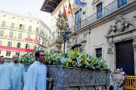 La procesión del Corpus congrega a centenares de fieles en Palma
