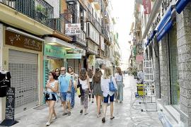 La calle Argenteria toma fuerza con la apertura de negocios por extranjeros