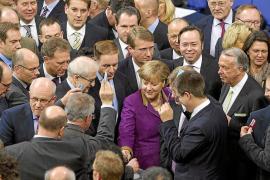 El Bundestag aprueba la contribución alemana al segundo rescate griego