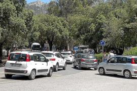 El plan de restricciones no evita el caos circulatorio en la carretera de Formentor