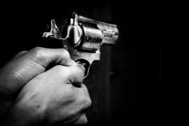 Un detenido por maltrato amenazaba a su mujer con armas de fuego