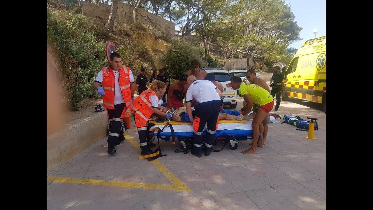 Un hombre en estado grave al despeñarse por unas rocas en Peguera