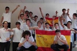 Suspendido de empleo y sueldo el profesor que fotografió a los alumnos del saludo nazi
