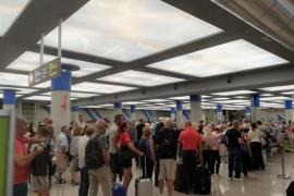 Una trabajadora del aeropuerto de Palma denuncia que un guardia civil le ha impedido el paso por hablar en catalán
