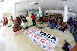 El encierro de la Facultat d´Educació da paso hoy a una huelga de estudiantes
