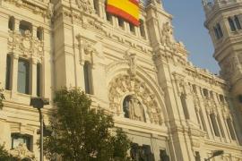 El Ayuntamiento de Madrid cuelga una bandera de España como reclamó Vox