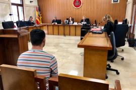 Condenado un hombre a cuatro años y medio de cárcel por incendiar la puerta del piso de su ex en Palma