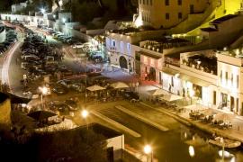 Detenido un joven en Ciutadella por golpear de madrugada a un hombre